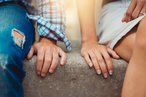 hands-of-young-couple-in-love-close-side-by-side-on-the-first-date-picture-id923027880