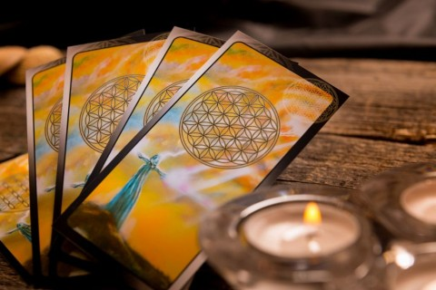 tarot-cards-and-other-accessories-picture-id505973040