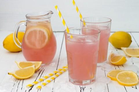 refreshing-pink-lemonade-picture-id481656422