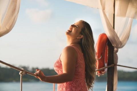 portrait-happy-smiling-woman-picture-id1059426320