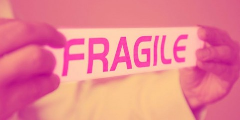 fragile-picture-id1193926857