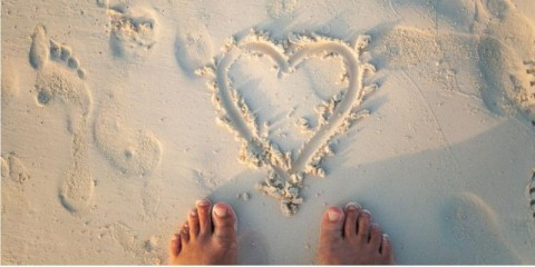 heart-shape-on-the-beach-picture-id1161657351
