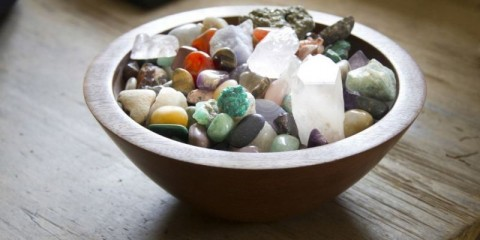 bowl-of-crystal-gemstones-picture-id466834358