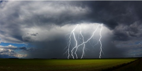 daytime-thunderstorm-picture-id165823307