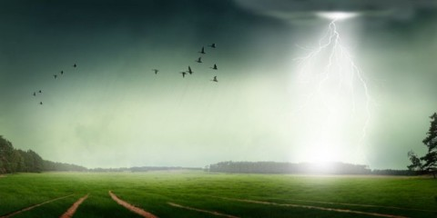 heavy-rain-and-lightning-stroke-picture-id149379157