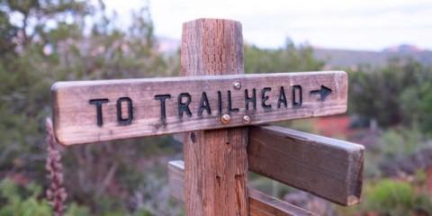 trail-signs-in-sedona-arizona-picture-id1161687088