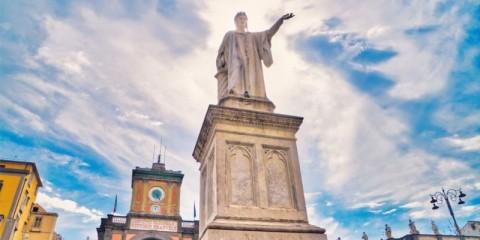 Statue-of-Dante-Alighieri