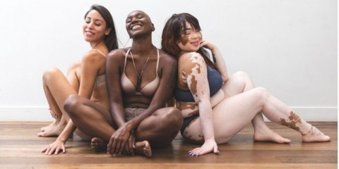 body-positivity-women-friends-posing-at-home-in-lingerie-picture-id1179615613