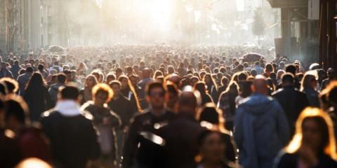 blurred-crowd