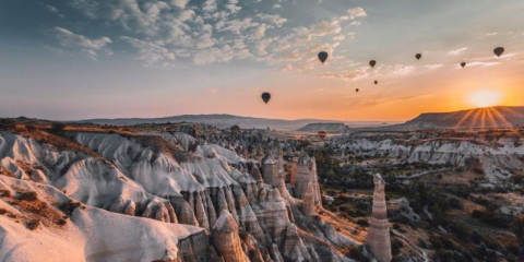 hot-air-balloons-flying