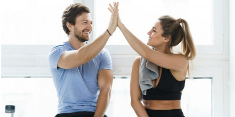 high-five-between-man-and-woman